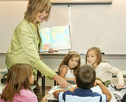 teacher_in_classroom[1].jpg