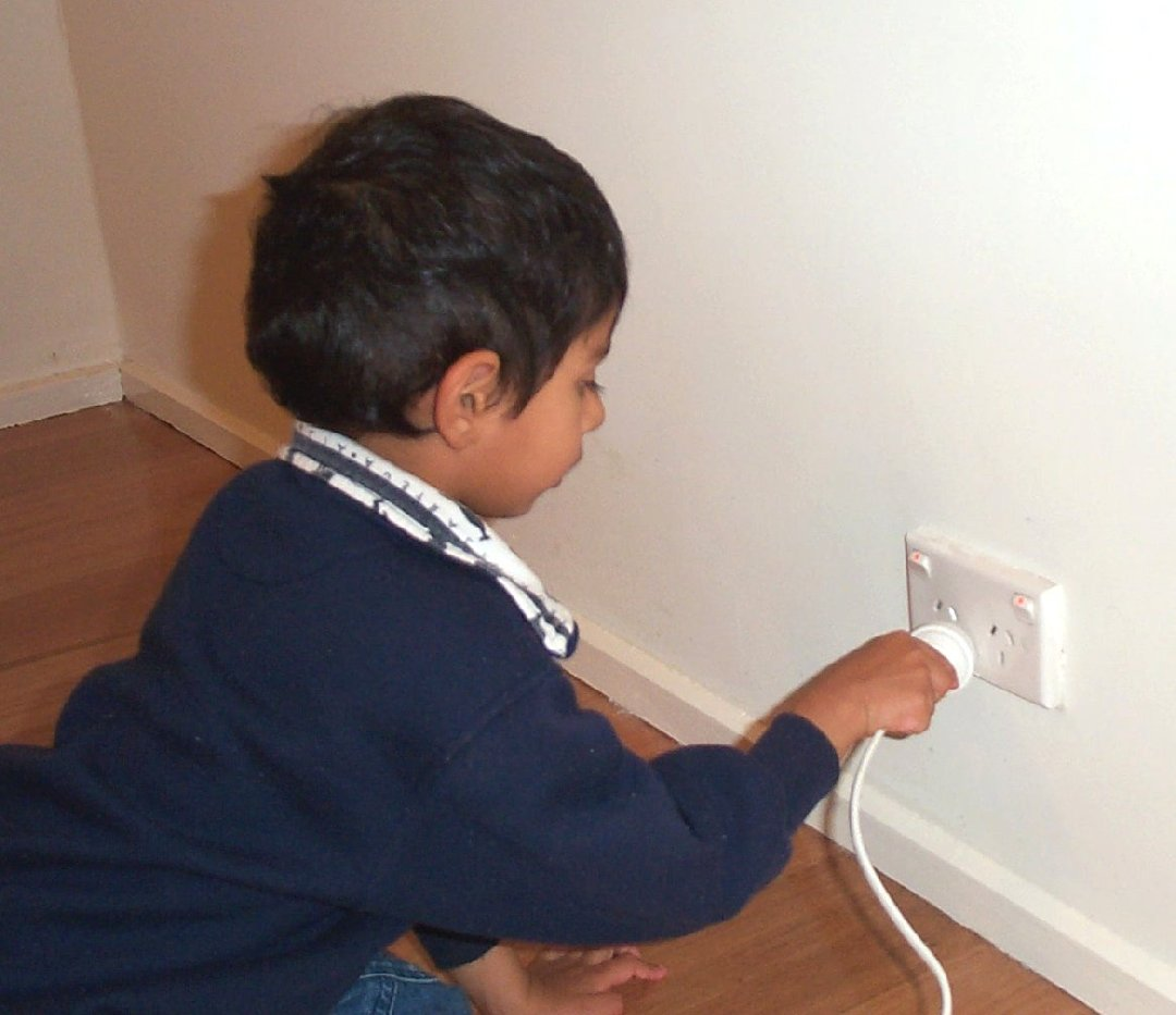 Boy pushing in electrical plug02.jpg