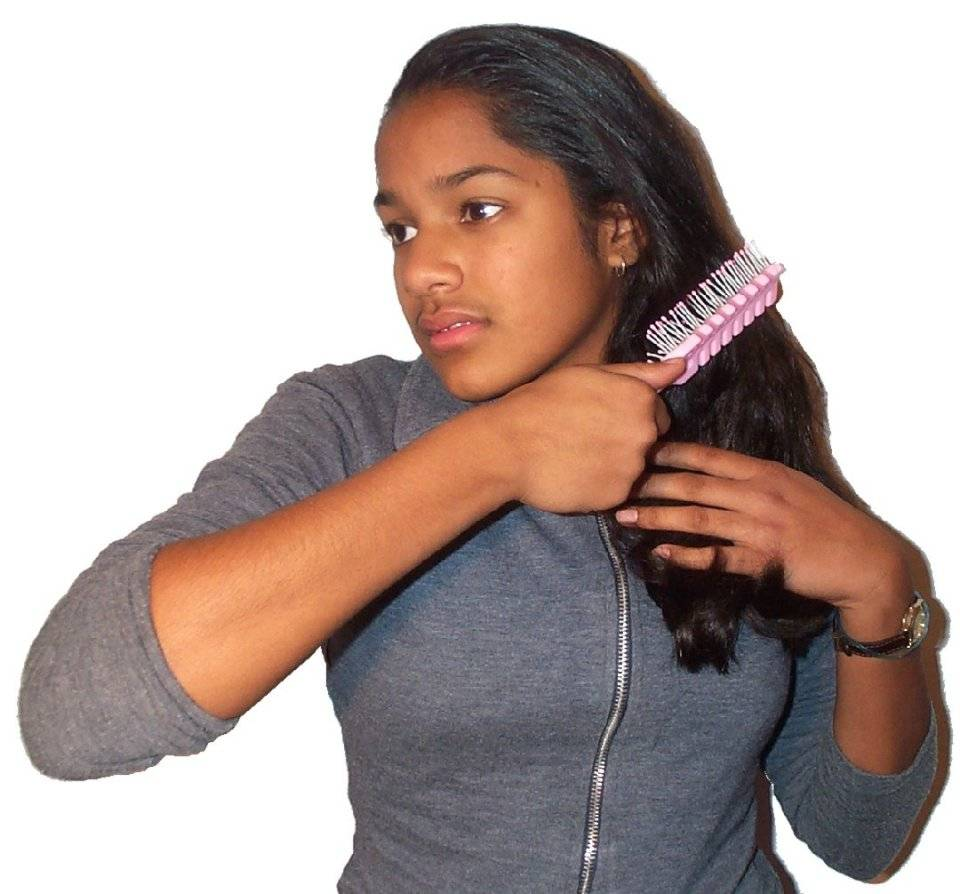 Brushing hair04.jpg