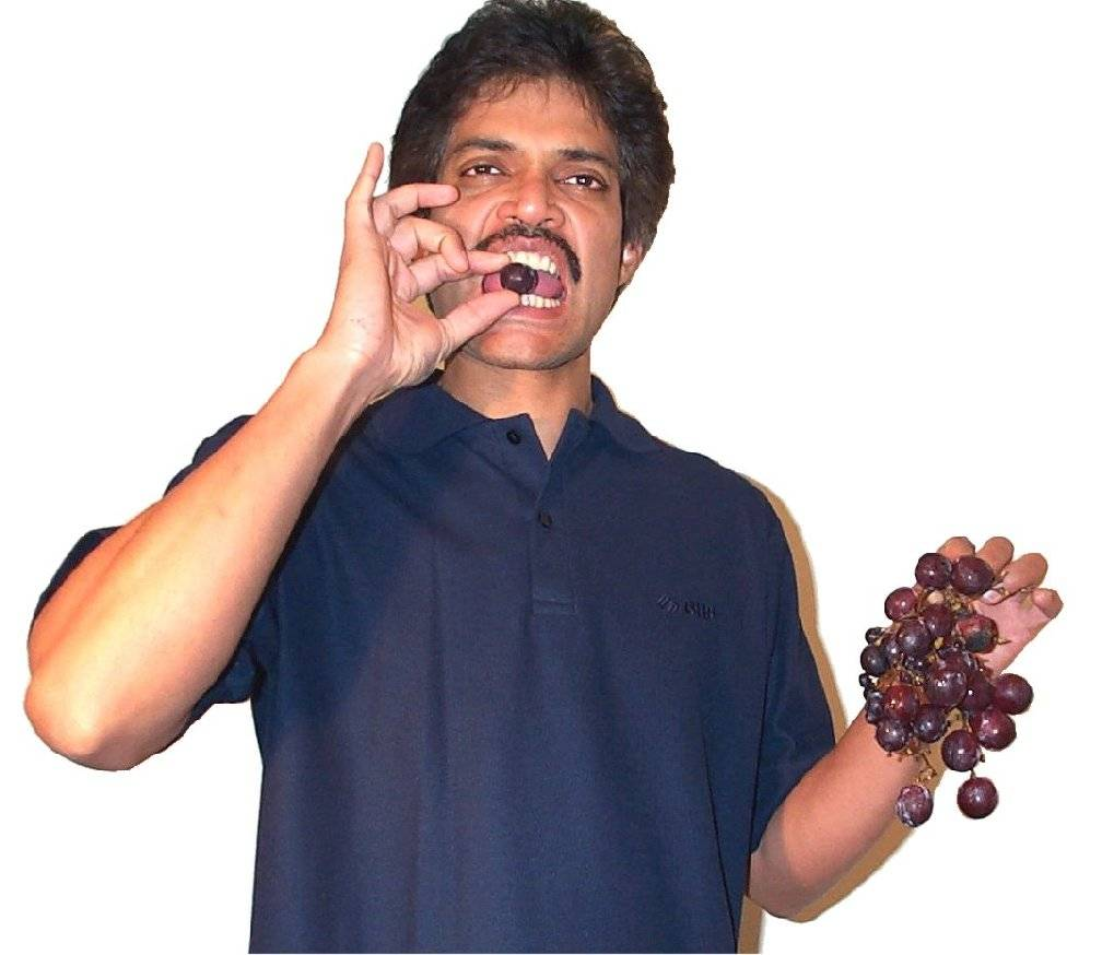 Eating grapes3.jpg