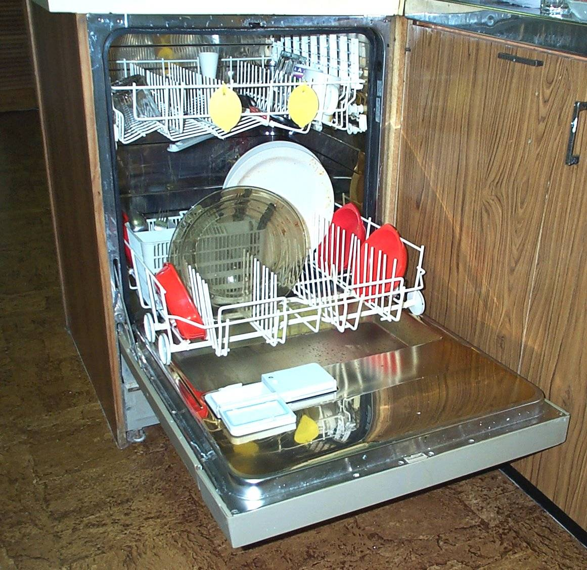 Dishwasher (open).jpg